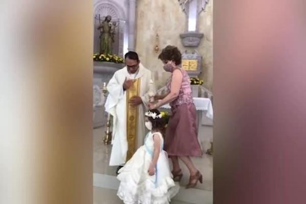 Η νύφη αρνήθηκε σε 4χρονο κοριτσάκι να τη συνοδεύσει στο γάμο - Αυτό που της έκανε μετά θα το θυμάται για μια ζωή