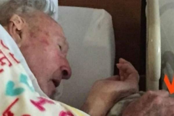 Λίγο πριν πεθάνει ο 95χρονος παππούς της τράβηξε αυτή την φωτογραφία - Μόλις δείτε τι κρατάει στα χέρια του θα δακρύσετε (Video)