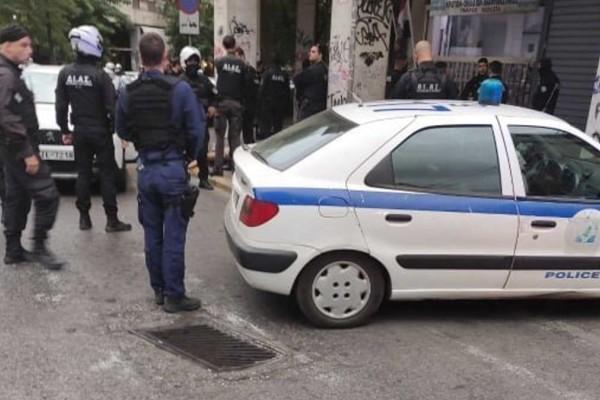 Συναγερμός στο κέντρο της Αθήνας: Αυτοκίνητο εμβόλισε περιπολικό και... ακολούθησε πιστολίδι!