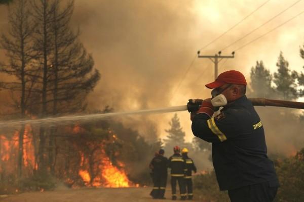 Συναγερμός! Μεγάλη πυρκαγιά στη Ναυπακτία