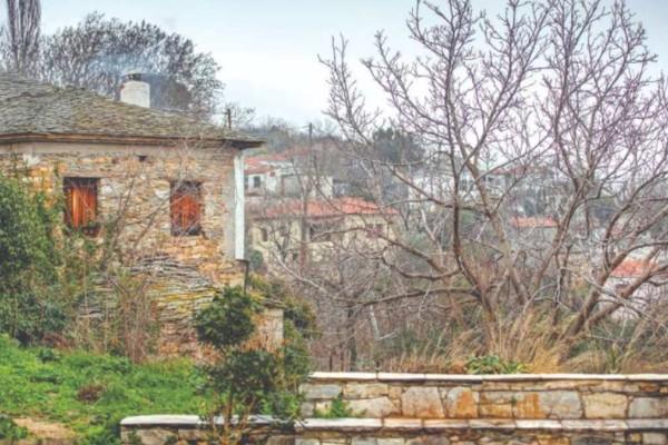 Εκδρομή στις Μηλιές Πηλίου – Το χωριό με την εντυπωσιακή αρχιτεκτονική και το θρυλικό τρενάκι