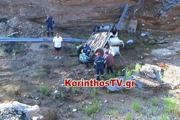 Κινέτα: Σοκαριστικό τροχαίο - Αυτοκίνητο έπεσε από ύψος 12 μέτρων (vid)