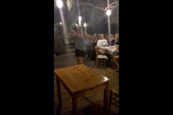 Μείναμε... στον τόπο: Ξανθιά ζουμερή γυναικάρα χορεύει τσιφτετέλι τουρκικό και ζαλίζει όλο το μαγαζί