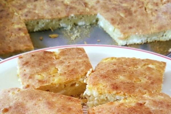 Ξυπόλητη τυρόπιτα: Η εύκολη πίτα, χωρίς φύλλο και μόλις 4 υλικά που γίνεται στη στιγμή