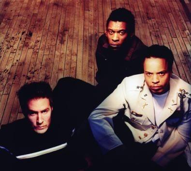 Επίθεση... από τους Massive Attack στο Rockwave Festival