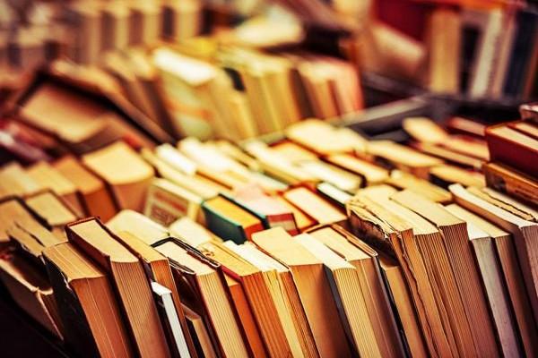 Μια υπέροχη γιορτή στην καρδιά της Αθήνας: Χιλιάδες βιβλία από 1 ευρώ στην Πλατεία Κοτζιά!