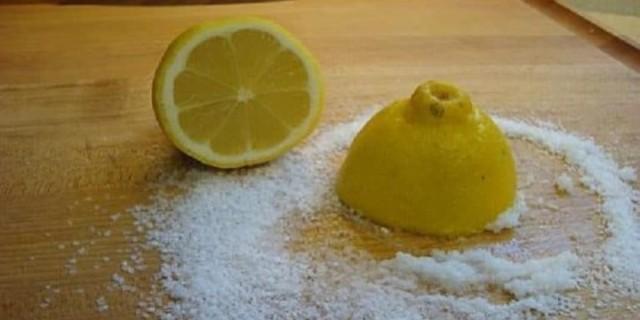 Πήρε λεμόνι και αλάτι και τα έβαλε στην φτέρνα  - Δείτε από τι σώθηκε μια για πάντα