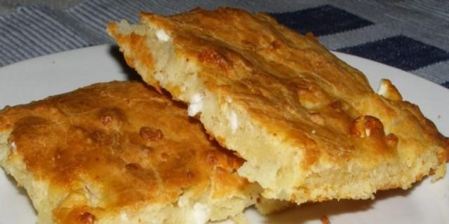 Τεμπελόπιτα: Η πιο γρήγορη τυρόπιτα με γιαούρτι χωρίς φύλλο που θέλει μόνο 9 λεπτά και έχει λίγες θερμίδες