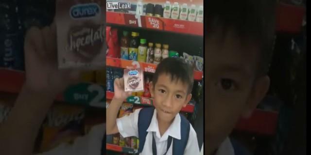 7χρονος πιτσιρικάς θέλει απεγνωσμένα να αγοράσει αυτά τα προφυλακτικά για τη δασκάλα του - Μόλις δείτε το λόγο θα