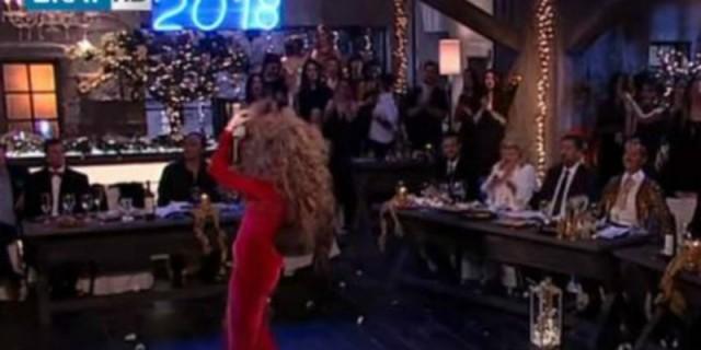 «Στην υγειά μας ρε παιδιά»: Άναψε φωτιές  με το τσιφτετέλι της! Ο χορός της ομορφότερης Ελληνίδας που χτύπησε κόκκινο σε νούμερα!