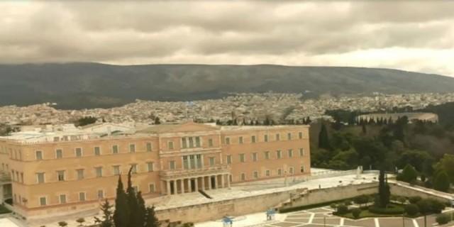 Η φωτογραφία της ημέρας:΄Άδεια και συννεφιασμένη Αθήνα - #menoumespiti και σήμερα