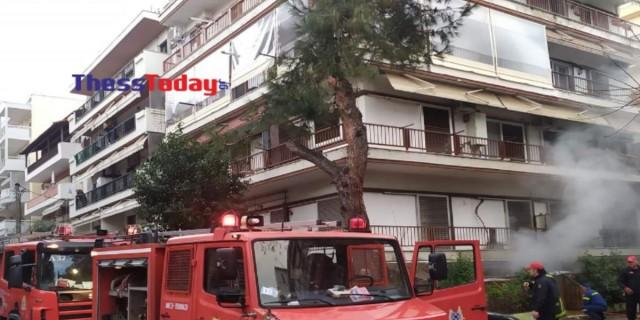 Σοκ: Καρέ-καρέ η «μάχη» με τις φλόγες στην φωτιά της Θεσσαλονίκης - Καθηγητής μουσικής ο 70χρονος νεκρός