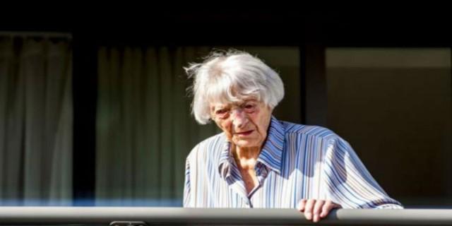 Μια γιαγιά 107 ετών ο γηραιότερος άνθρωπος που ανάρρωσε από τον κορωνοϊο