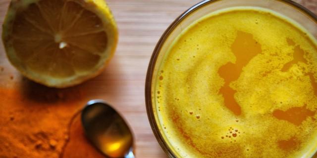 Πίειτε ρόφημα με μέλι, κουρκουμά και λεμόνι - Το σώμα σας θα αλλάξει αμέσως!