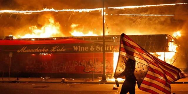 Πανζουρλισμός στις ΗΠΑ για τη δολοφονία του Τζορτζ Φλόιντ - Αυξάνονται οι νεκροί