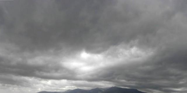Άστατος ο καιρός σήμερα: Βροχές, καταιγίδες και πτώση της θερμοκρασίας