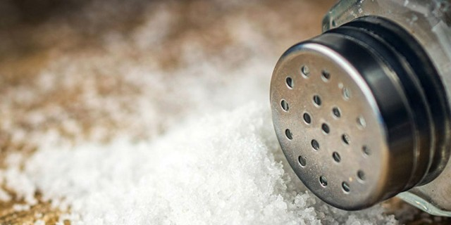 Αλάτι: Έτσι θα καταλάβετε αν καταναλώνετε πολύ - Αυτά είναι τα σημάδια
