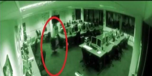 Κάμερα ασφαλείας κατέγραψε κάτι ανατριχιαστικό να γίνεται σε αυτό το γραφείο - Δεν θα θέλατε να είστε εκεί