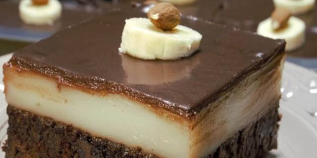 Νόστιμο γλυκό ψυγείου: Πάστα ταψιού με σοκολατένια μους και γλάσο μπανάνας