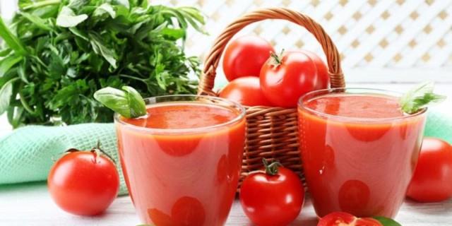 Βυθίστε τα νύχια σας σε χυμό ντομάτας - Θα σας λύσει ένα σημαντικό πρόβλημα