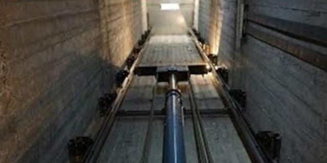 Νεκρός ο 30χρονος που καταπλακώθηκε από ασανσέρ - Τραγωδία  στο Παγκράτι