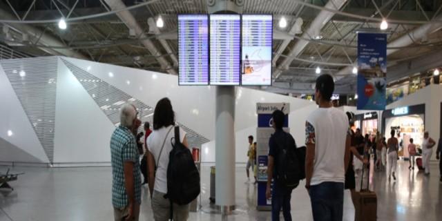 Άρση μέτρων: Συνεχίζεται η καραντίνα για όσους έρχονται στην Ελλάδα