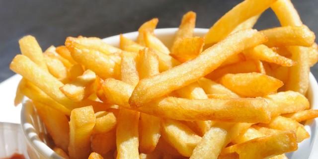 Πριν τηγανίσετε τις πατάτες σας βράστε τις - Ο λόγος; Θα σας αφήσει άφωνους!