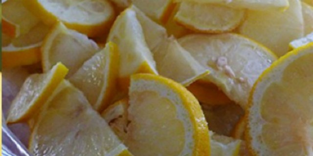 Kόβετε τα λεμόνια και τα βάζετε στην κατάψυξη; Δείτε τι συμβαίνει!