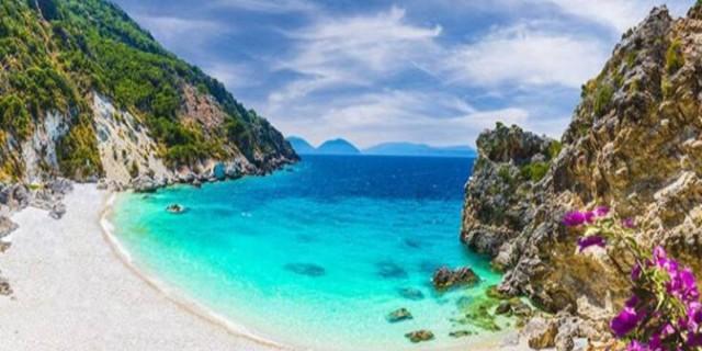 Υπέροχη: Η μαγική λευκή παραλία που μοιάζει σαν «κρυμμένος θησαυρός»