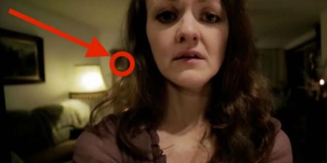 Ήθελε να στείλει μία προκλητική selfie στο αγόρι της - Μόλις είδε όμως ποιος κρυβόταν στο σαλόνι... (Video)