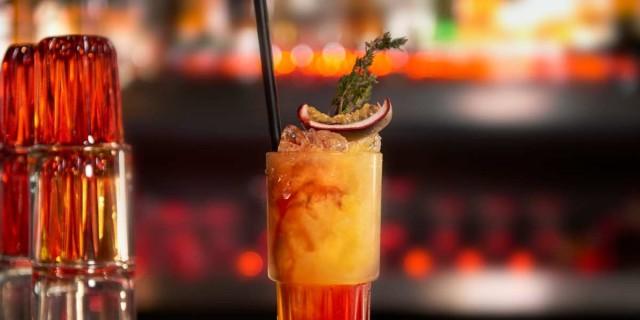 4 μοναδικά all day bar στα Μέθανα