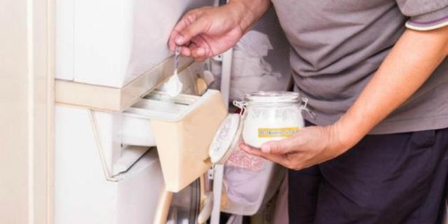 Ρίξτε μαγειρική σόδα με μηλόξιδο στο πλυντήριο σας και γλιτώστε αρκετά χρήματα