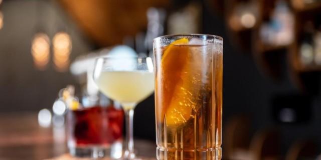 Ραντεβού στους Αμπελόκηπους για ποτό: 3+1 μπαρ για να περάσεις καλά