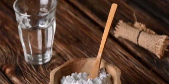 Έριξε μαγειρική σόδα σε παγωμένο νερό και το έχυσε στην πλάτη της - Σώθηκε από το μεγαλύτερο βασανιστήριο του καλοκαιριού