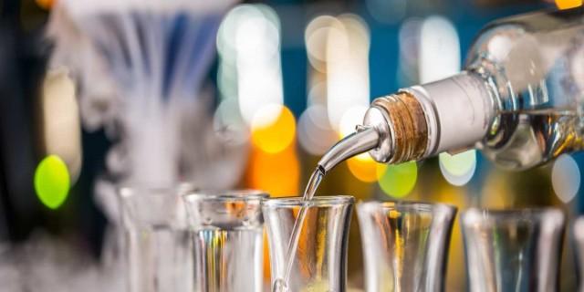 Παλαιό Φάληρο: 4 μπαρ για να διασκεδάσεις με την παρέα σου