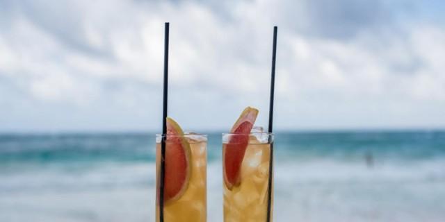Νέα Μάκρη: 5 beach bar για ποτό μέχρι το πρωί
