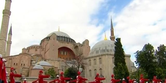 Νέα πρόκληση της Τουρκίας: Σόου για την επέτειο του πραξικοπήματος μπροστά από την Αγιά Σοφιά