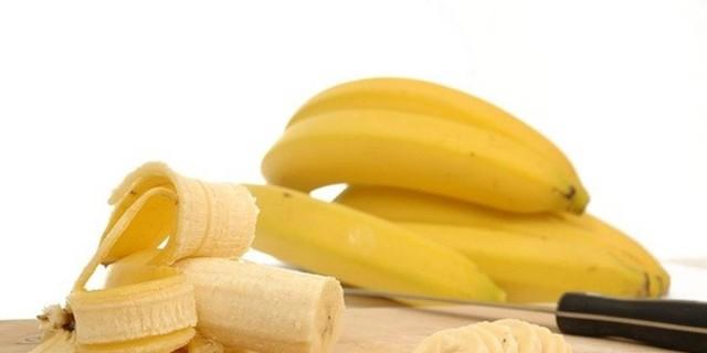 Το ιδανικό πρωινό: Ξεκίνα με μια μπανάνα και ένα ζεστό ποτήρι νερό - Ο λόγος θα σε εντυπωσιάσει