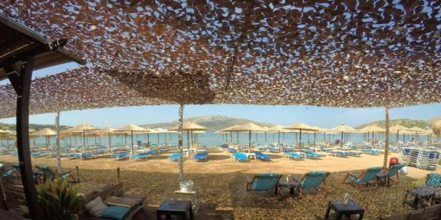Σούνιο: 3 beach bar για καφέ πάνω στο κύμα