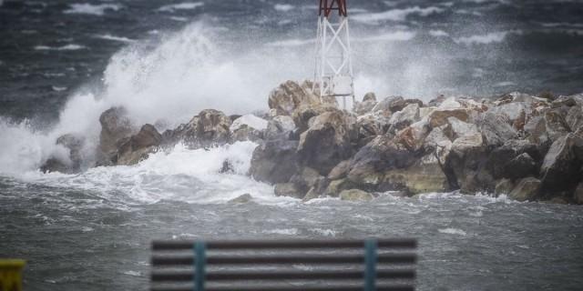 Χειμωνιάτικο το σκηνικό του καιρού - Πού αναμένονται βροχές και καταιγίδες