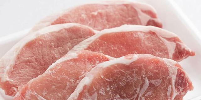 Ξεχάσατε να ξεπαγώσετε το κρέας; Το απόλυτο κόλπο για το κάνετε εύκολα μέσα σε 10-15 λεπτά (Video)