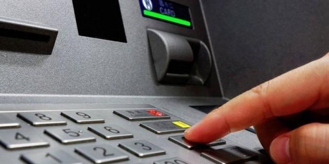 Καμία κάμερα: Έτσι κλέβουν το PIN της κάρτας σας στα ΑΤΜ