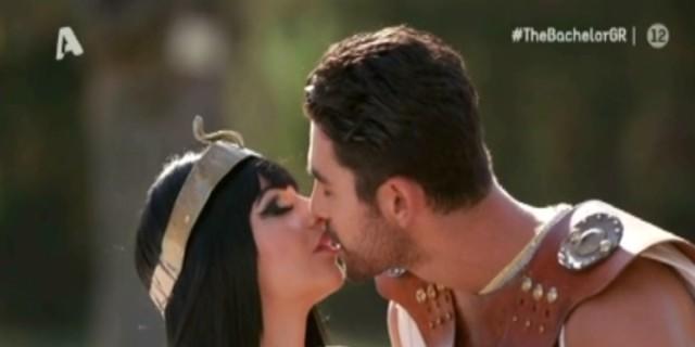 The Bachelor: Επόμενο βήμα... να κάνουν έρωτα - Φιλιέται με όλες ο Παναγιώτης Βασιλάκος και διαλέγει την...