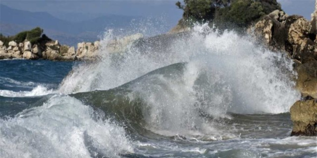 Κακοκαιρία «Ιανός»: Ζημιές σε πολλά μέρη της Ελλάδας από τον κυκλώνα - Δύο αγνοούμενοι από τις πλημμύρες