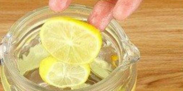 Το μαγικό συστατικό που όταν το ρίξετε σε λεμόνι, εξαφανίζει ημικρανίες και πονοκεφάλους (Video)