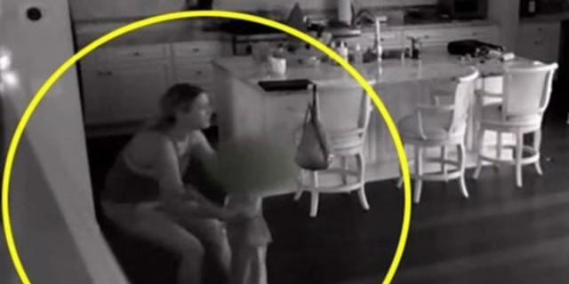 Νταντά άκουσε θόρυβο στην κουζίνα - Κάμερα στο σπίτι αποκάλυψε την εφιαλτική αλήθεια (Video)