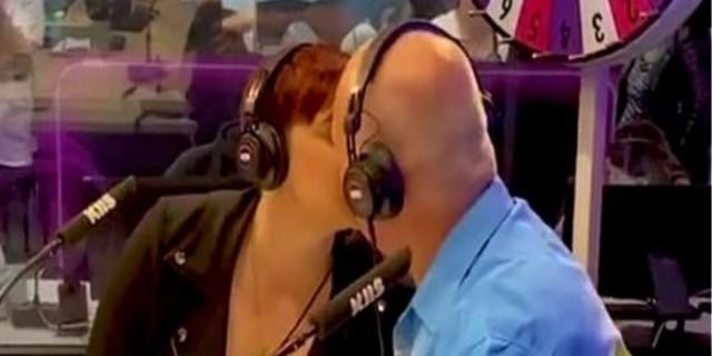 Πατέρας φιλάει παθιασμένα στο στόμα την κόρη του - Ο λόγος θα σας σοκάρει