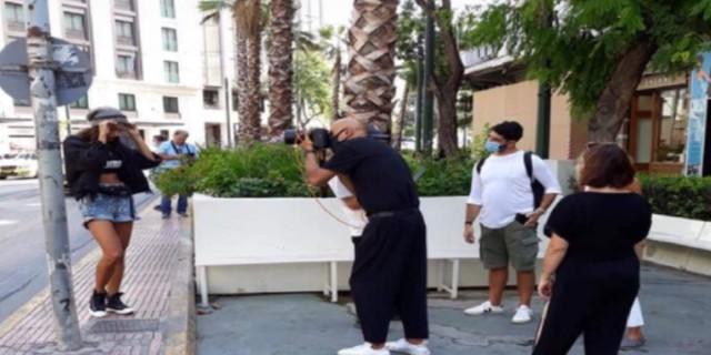Σάλος με τον Δημήτρη Σκουλό: Xαμός με την φωτογράφιση πάνω από άστεγο στο κέντρο της Αθήνας!