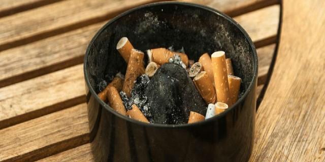 Μήπως το σπίτι ή το γραφείο σας βρωμάει τσιγαρίλα; Δείτε 5 έξυπνα κόλπα για να έχετε πάντα καθαρό τον αέρα στο χώρο σας