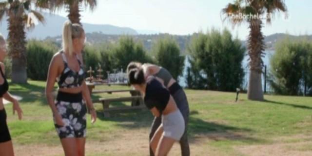 The Bachelor: Τα κορίτσια έπαιζαν... ξύλο και ο Παναγιώτης Βασιλάκος... γελούσε